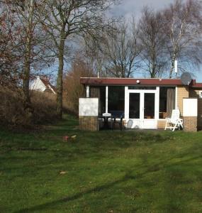 Oud Nieuwlandseweg 1-A,Ouddorp,Nederland 3253 LL,3 Slaapkamers Slaapkamers,1 BadkamerBadkamers,Bungalow,Oud Nieuwlandseweg 1-A,1008